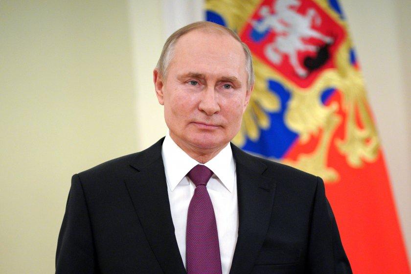 Руският президент Владимир Путин подписа закон, който ще му позволи