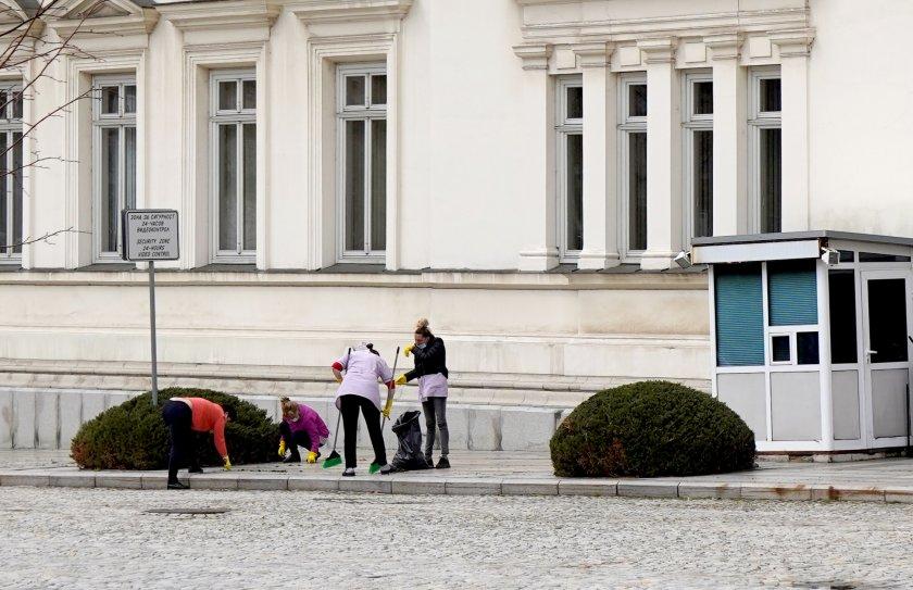 почистват сградата народното събрание първото заседание