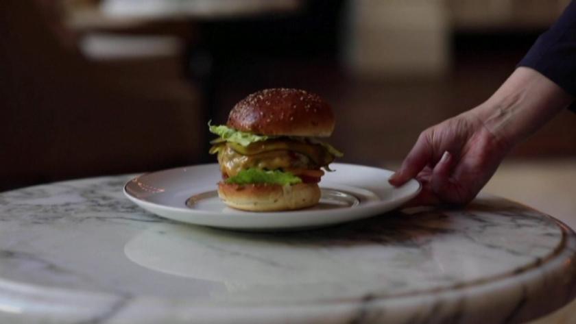 Бургер за 20 евро стана хит в Амстердам. Любопитното е,