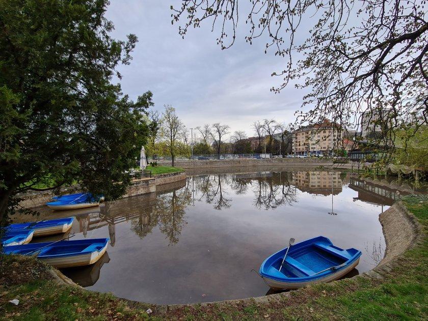 Започна пролетно почистване на София