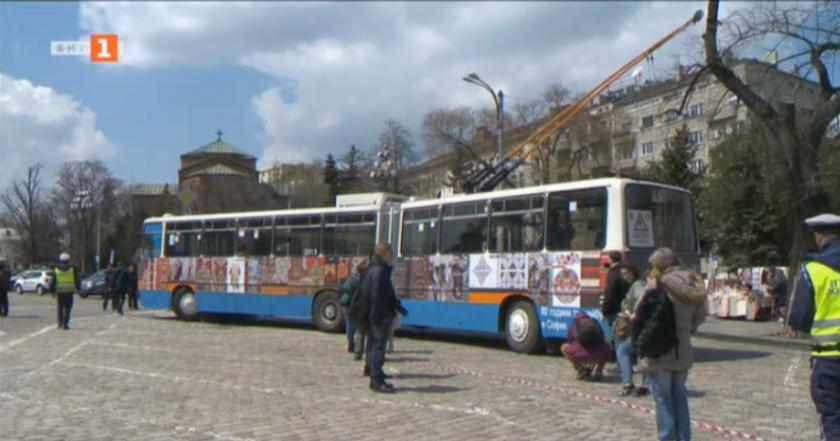 В София пускат тролей, изрисуван с български шевици