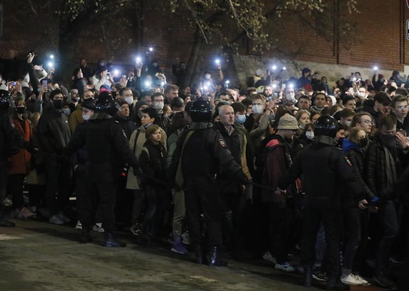 хиляди демонстрираха защита навални