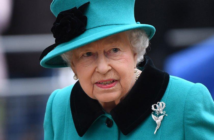 Кралица Елизабет II награди британска компания за секс играчки