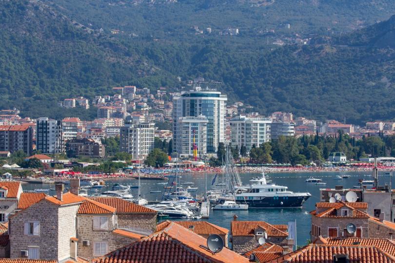 Черна гора отваря границите си за туристи от Източна Европа