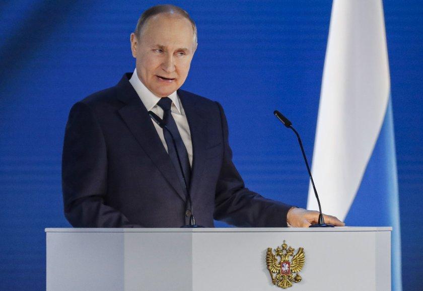 """Путин предупреди Запада да не пресича """"червената линия"""" в отношенията с Русия"""