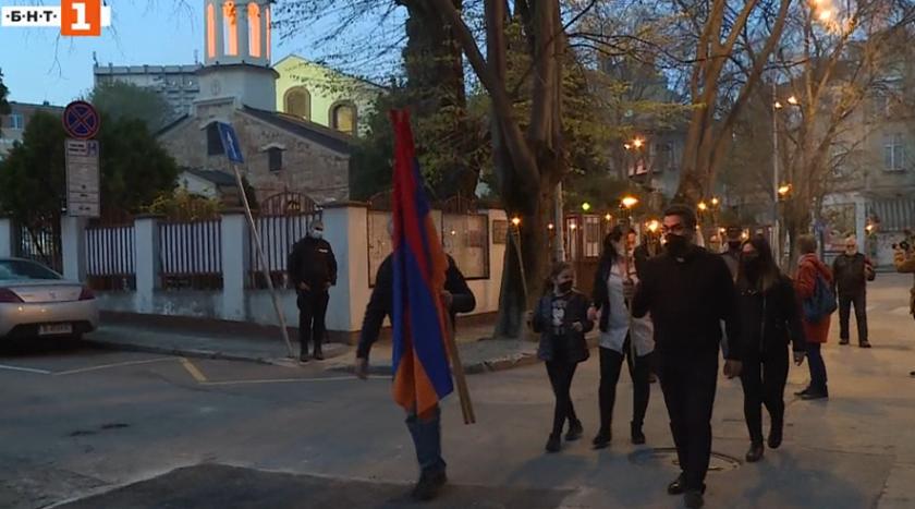 С факелно шествие варненци отбелязаха годишнината от арменския геноцид