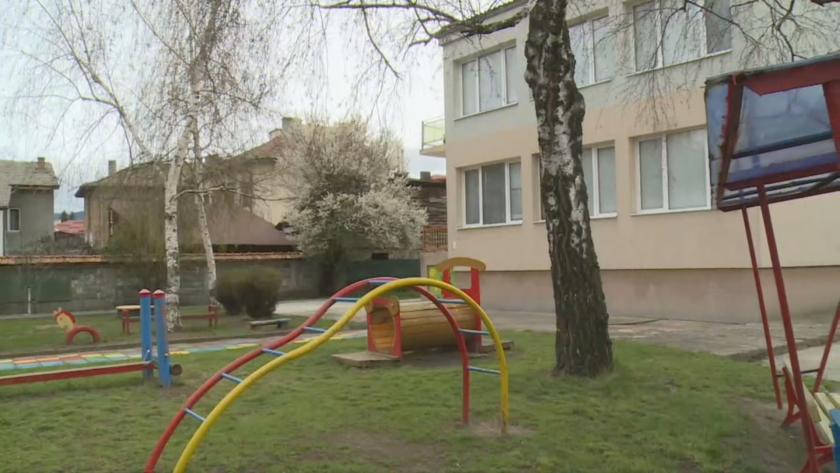 Затваряно ли е дете в тъмна стая за наказание в детска градина в Разлог?