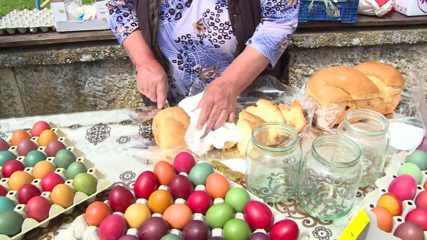 200 яйца боядисаха децата в русенското село Бъзън