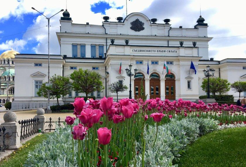 парламентът отмени великденската ваканция