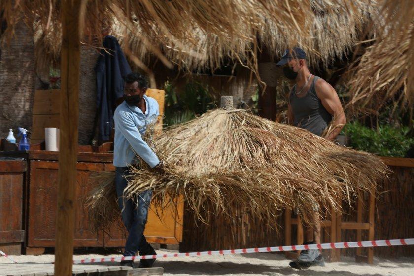 Гърция отваря плажовете
