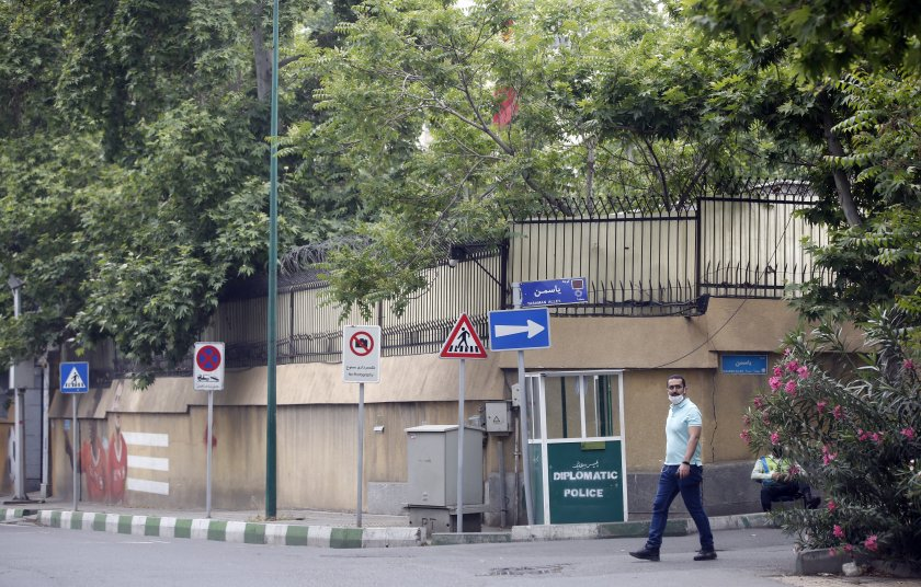 Швейцарски дипломат падна от 17-я етаж в Техеран