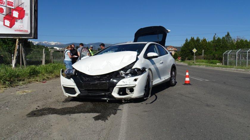 семейство пострада удар два автомобила благоевград