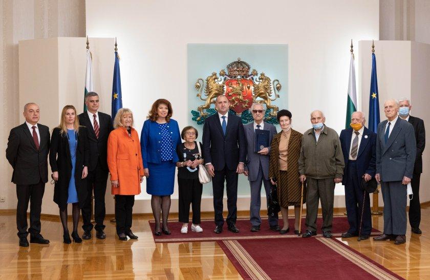 радев връчи почетен знак съюза ветераните войните българия