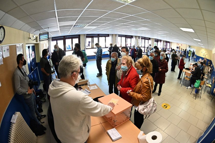 предсрочен вот мадрид избират регионален парламент