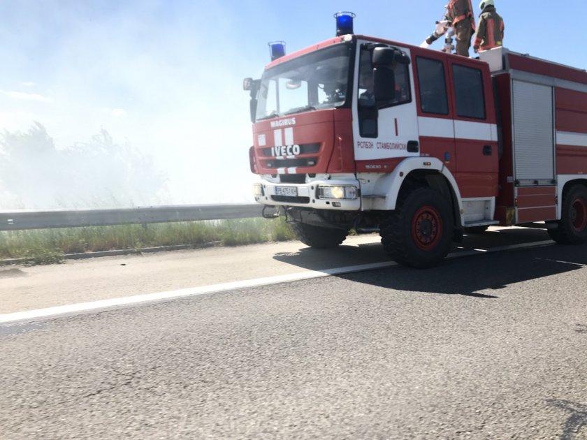 Задимяване заради запалени стърнища на 117 км на магистрала Тракия.
