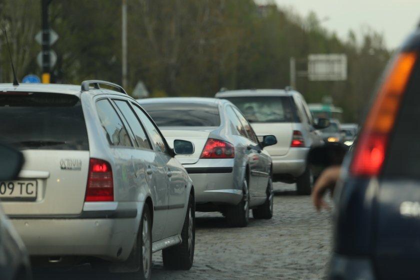 """В края на празничните дни: Автомагистрала """"Тракия"""" и пътят Е-79 бяха най-натоварени"""