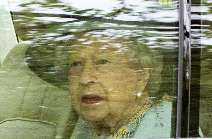 Кралица Елизабет II с първа публична изява след кончината на принц Филип (Снимки)