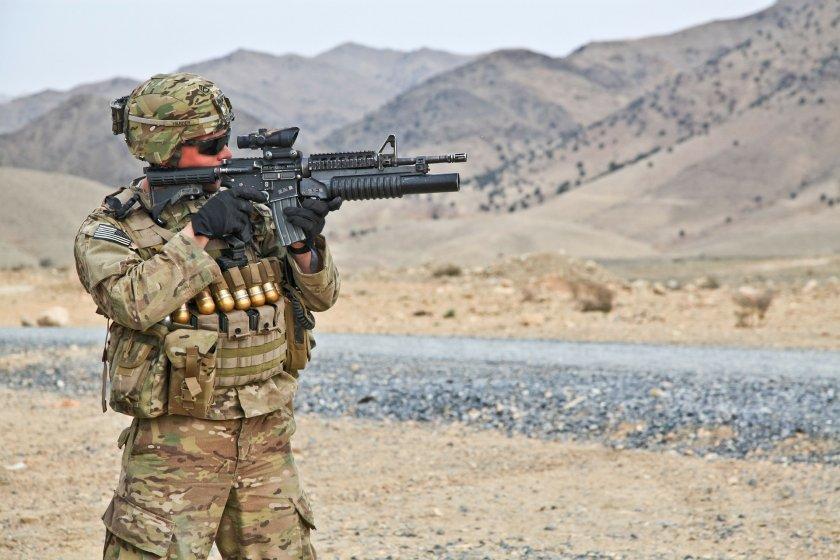 САЩ изпращат допълнителна военна техника, включително и изтребители, която да