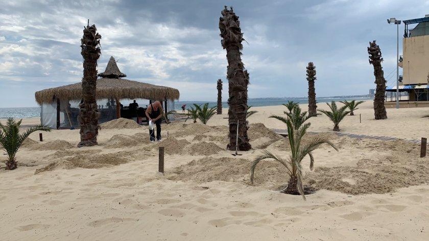 Първите чуждестранни туристи пристигнаха по Южното Черноморие преди дни. С