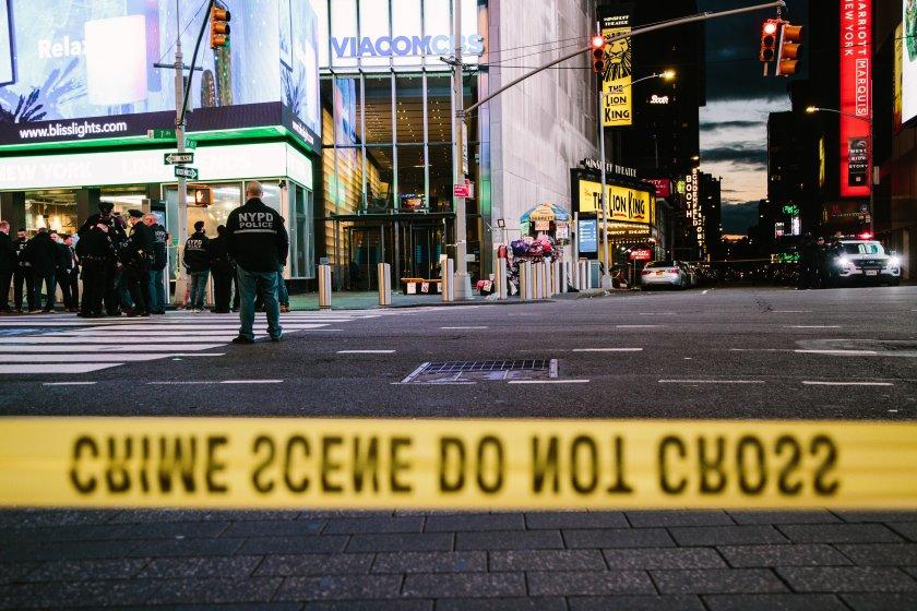 две жени дете ранени стрелба таймс скуеър йорк
