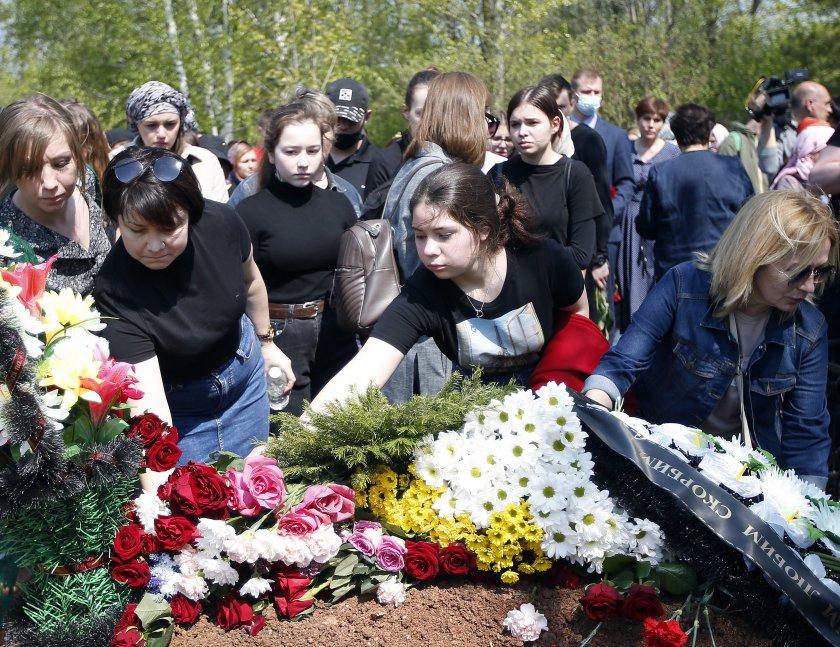 Ден на траур след трагедията в училище в Казан