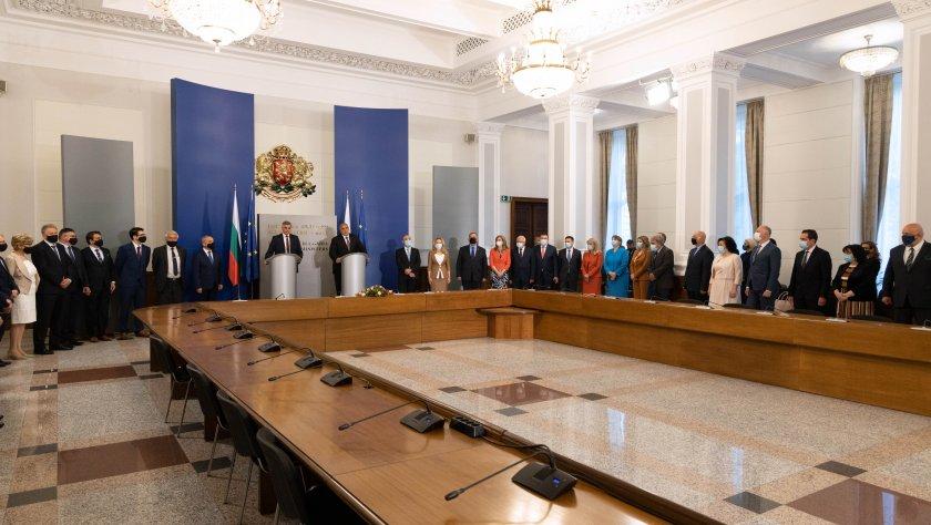 Новото служебно правителство провежда днес първото си заседание. След първия