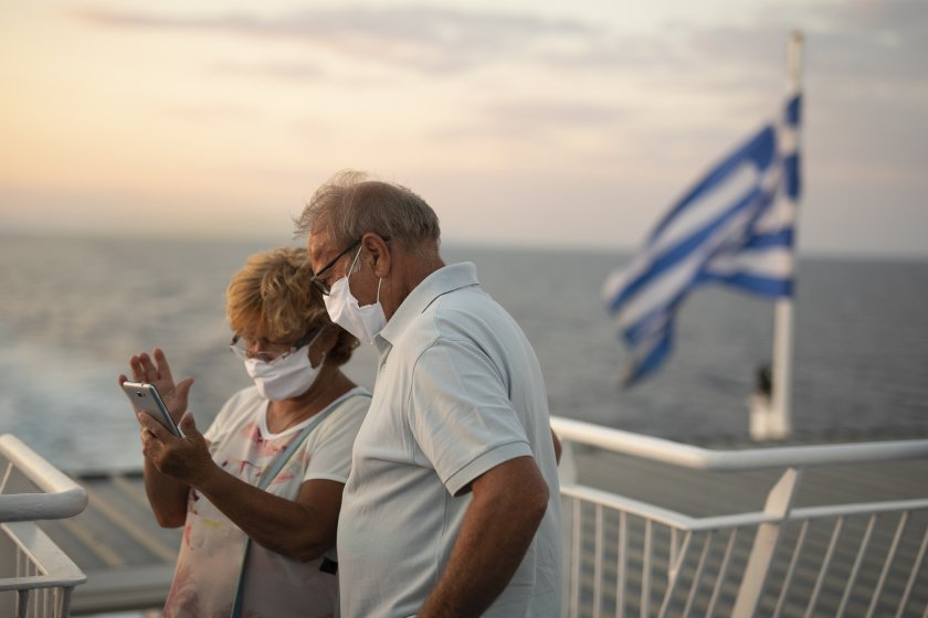 гърция отваря туристи падат ограниченията движение областите