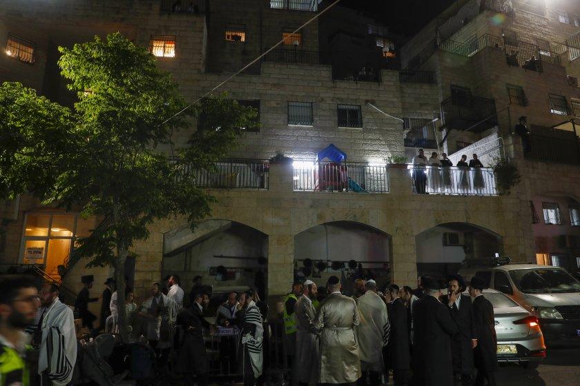 Двама са загинали при инцидента в синагога в Израел