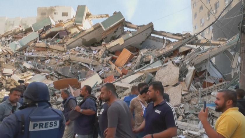 Сградата с редакциите на международни медии в Газа беше разрушена