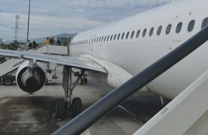 първо лице аварийно кацналия самолет проблемът беше единият двигателите отказа