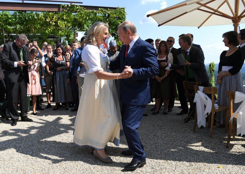 бивша австрийска министърка танцувала путин стана директор роснефт