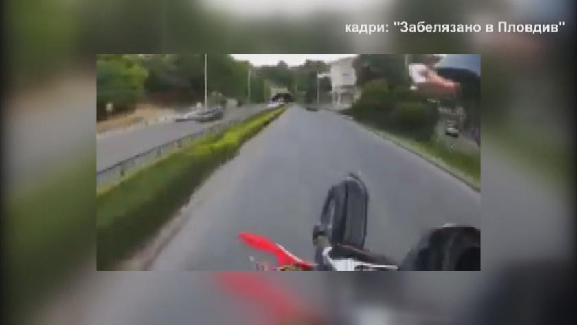 Клип с опасно шофиране на мотоциклетист по централен пловдивски булевард