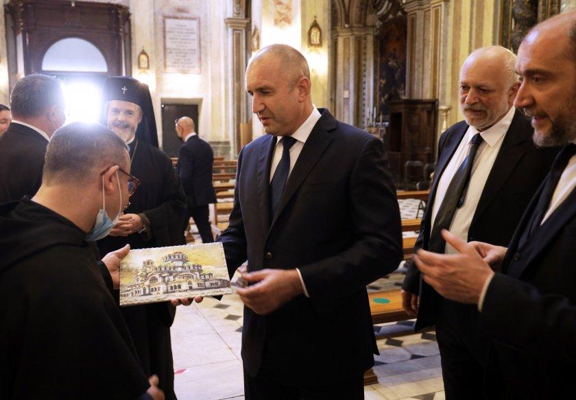 В третия ден от визитата си в Италия президентът Румен