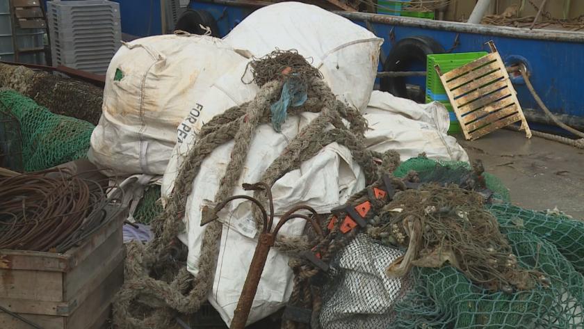 Над 7 тона боклуци извадиха рибари от Черно море
