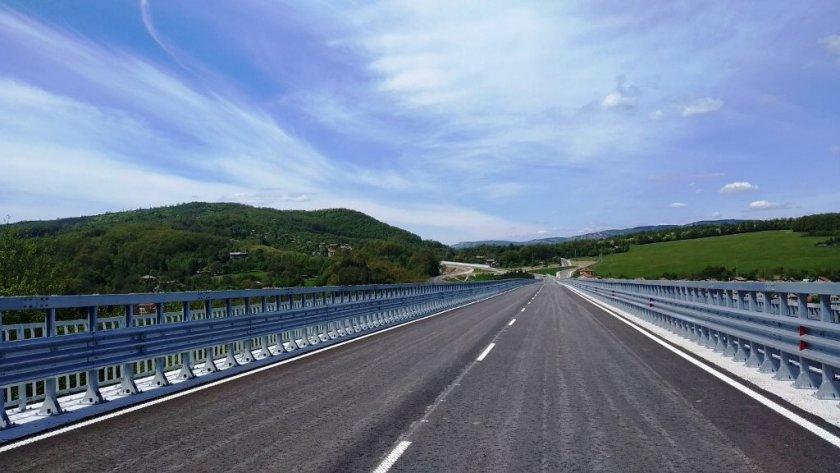 МРРБ търси начини да разплати над 600 млн. лв. на строителни фирми за ремонти на пътища