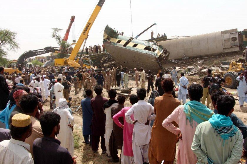 загиналите влаковата катастрофа пакистан