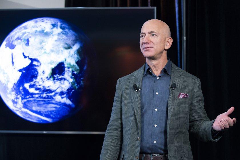 Джеф Безос ще лети в Космоса на 20 юли