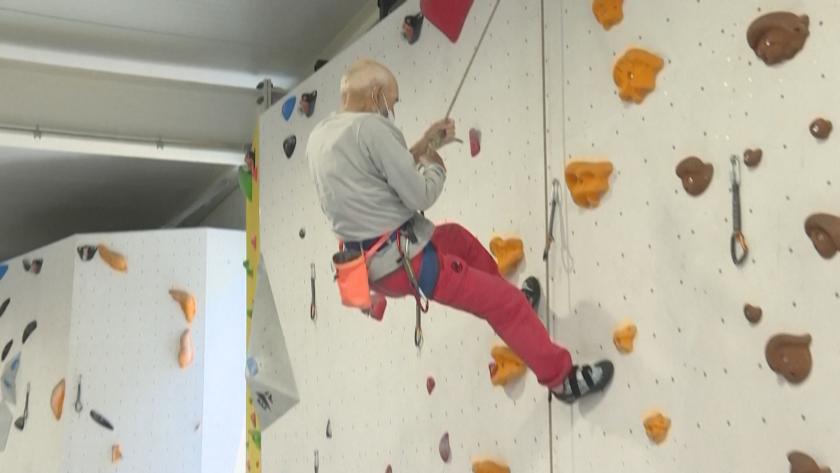 98-годишен катерач е в перфектна форма въпреки операции и изкуствени стави