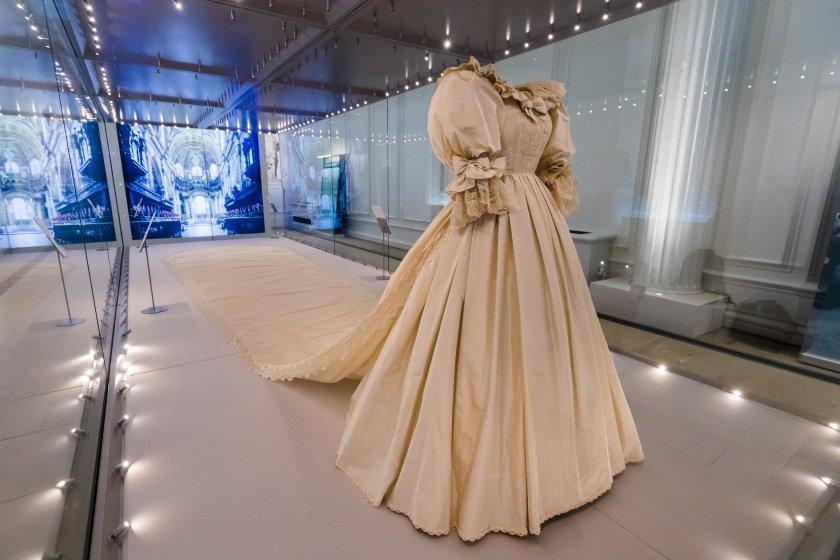 сватбената рокля принцеса даяна ndash перла изложба кенсингтън снимки