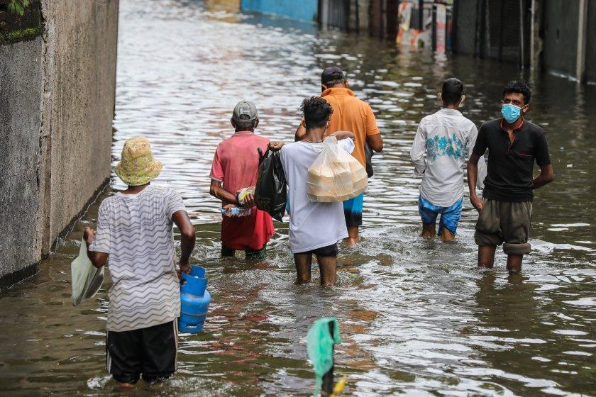 свлачища наводнения взеха жертви шри ланка снимки