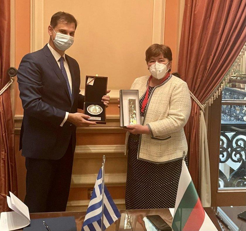 Министрите на България и Гърция обсъдиха добри практики за туризма през 2021 г.
