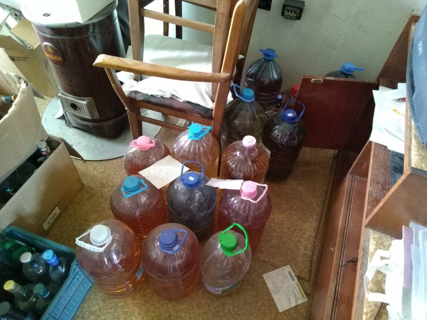 Откриха 250 литра алкохол без бандерол в Раковски