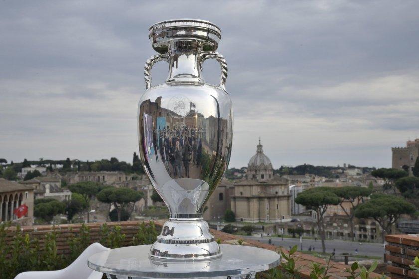 Трофеят Анри Делоне, връчван на победителите на европейски футболни финали