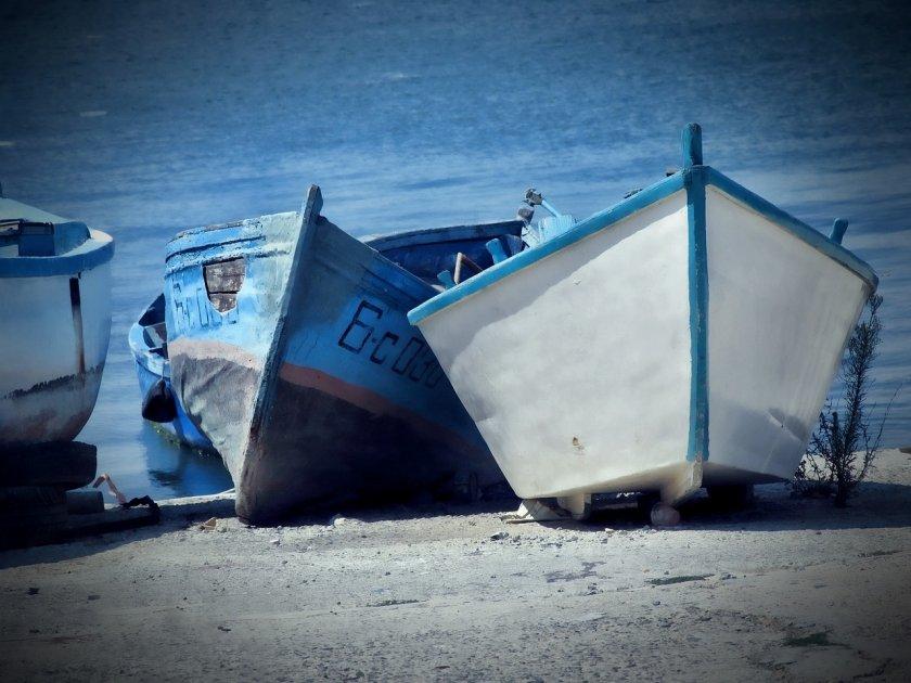 премахват лодки плажа бургаския квартал победа