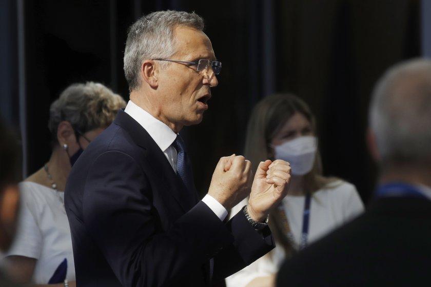 Държавните и правителствени ръководители на страните от НАТО се събират
