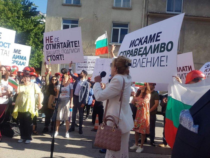 """От """"Артекс"""" излязоха на протест пред регионалното министерство"""