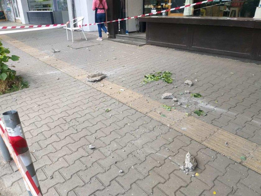 падна голяма отломка фасада сграда софия снимки