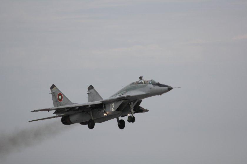 Министърът на отбраната опроверга спекулациите, че МиГ-29 ще бъдат спрени