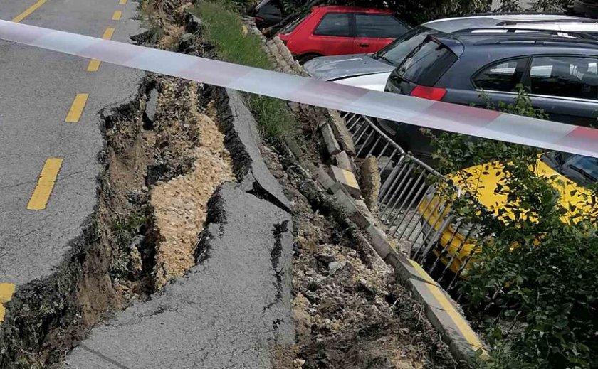 Велоалея се срути във Варна и затисна пет автомобила. Инцидентът