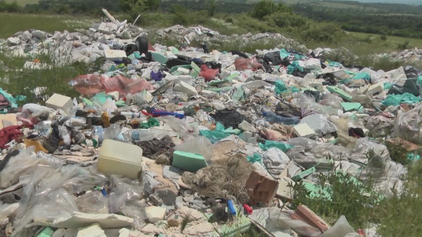 Жители на Враца алармират за огромно нерегламентирано сметище край врачанското